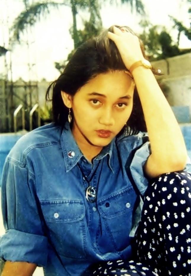 style tahun 90an indonesia trailer dilan 1991 jaket iqbaal ramadhan vanesha priscilla